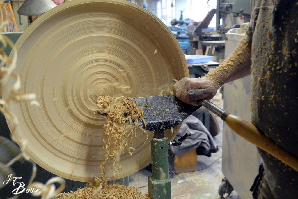 Tournage d'un plat à couscous (diamètre 530 mm)