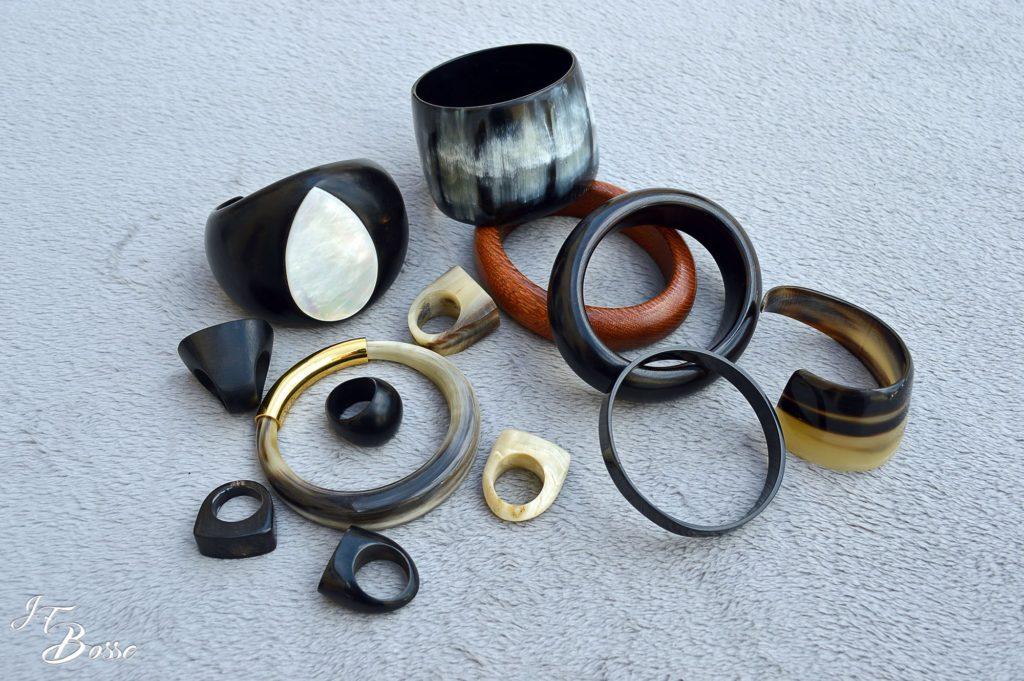 Bracelets, manchettes, bagues