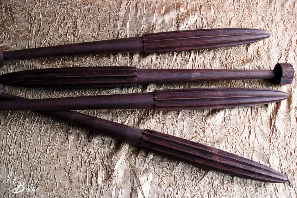 Pieds de table de chevet en Macassar